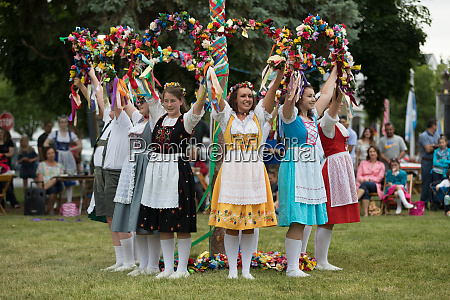bavarian festival maypole dance