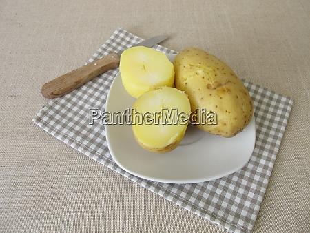 jacket potatoes in potato skin