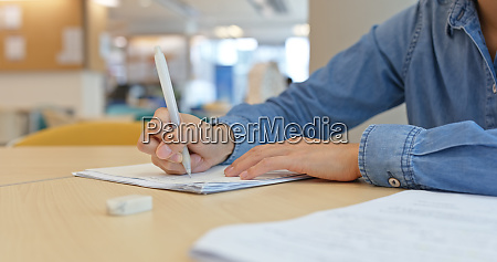 woman do her homework at library