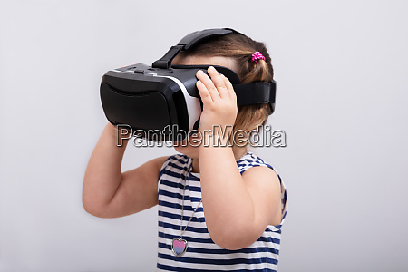 girl using the virtual reality headset
