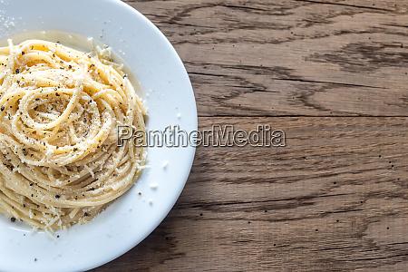 cacio e pepe spaghetti with
