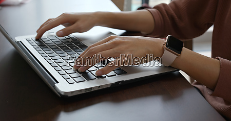 woman work on notebook computer
