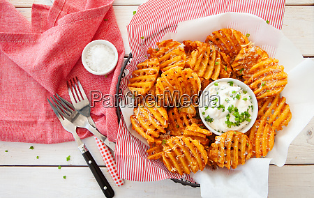 crunchy waffle fries with dip