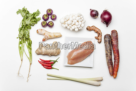 ingredients of a thai tom kha