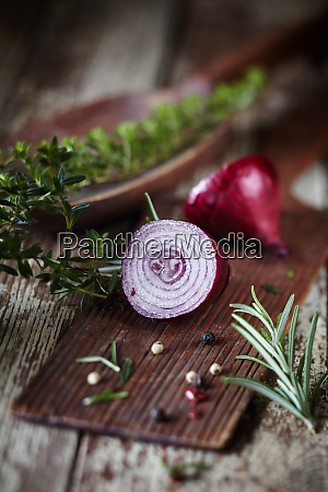 sliced fresh raw red onion with