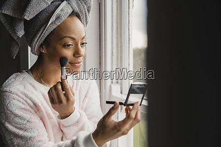 applying her make up
