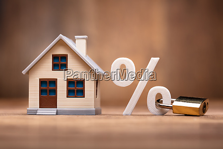 house model near percentage sign with