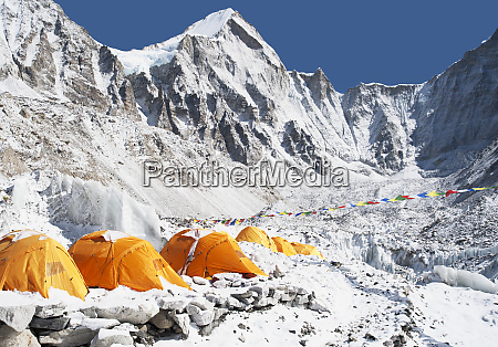 base camp tents everest khumbu region