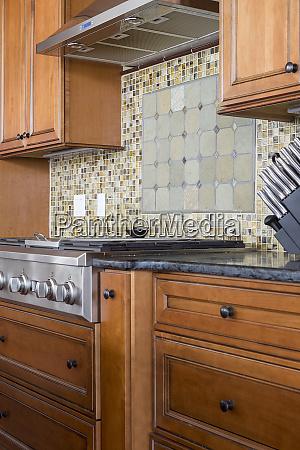 tile back splash and stove in