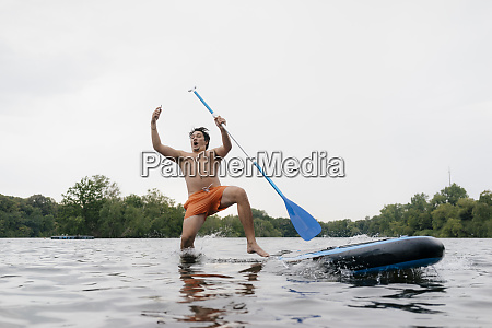 man, falling, from, sup, board, while - 26918230