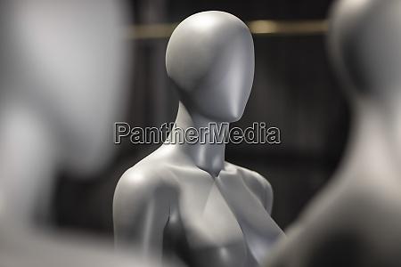 faceless grey female display dummy partial