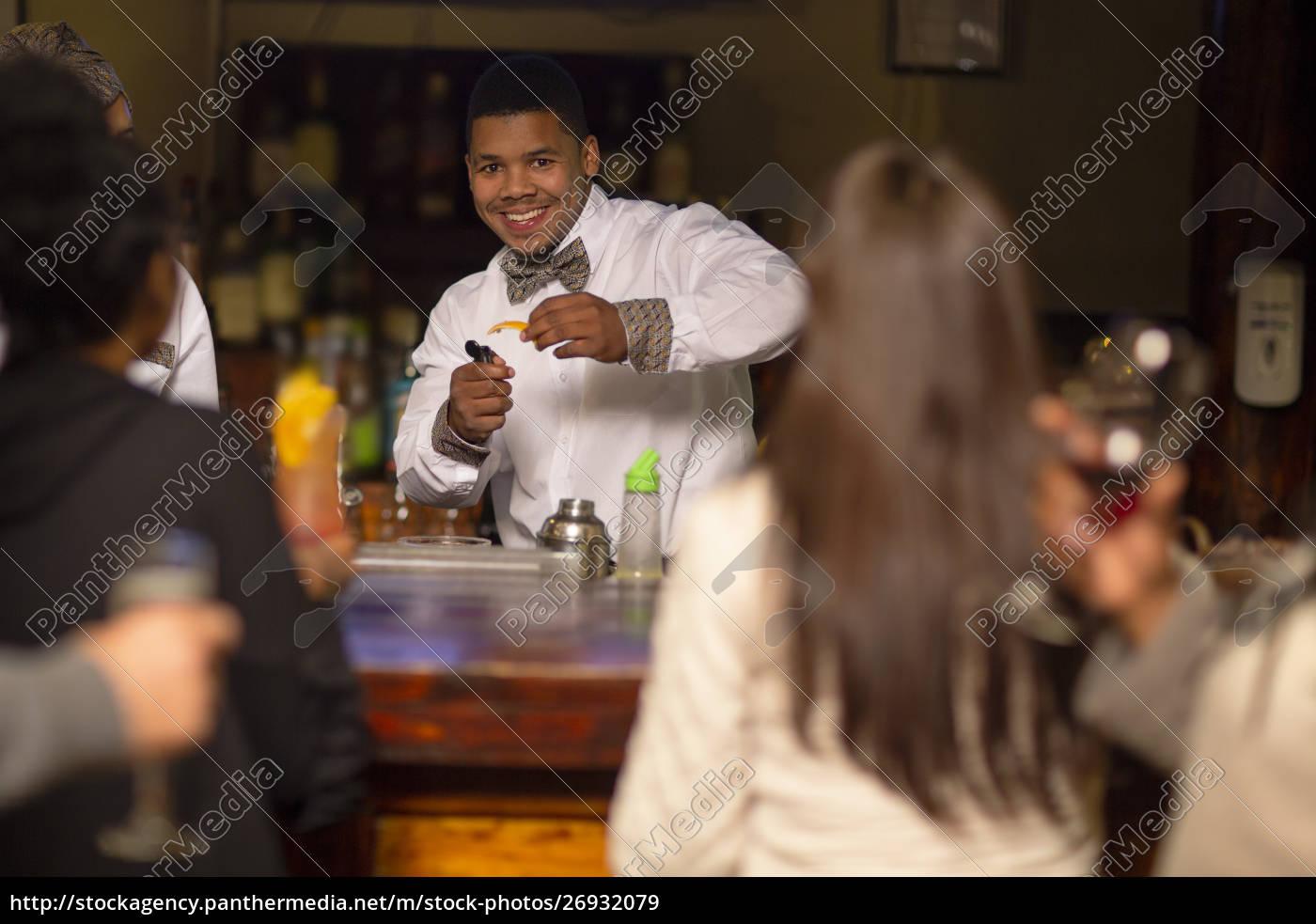 bartender, making, drinks, in, a, bar - 26932079
