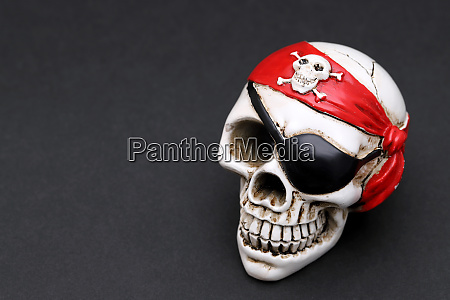 pirate skull with red head kerchief
