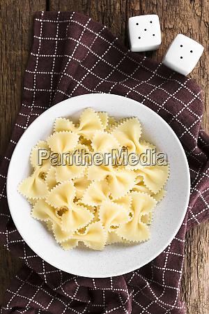 cooked farfalle pasta