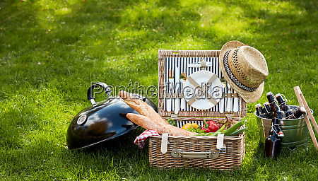 frontal view of picnic basket sitting