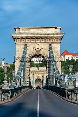 szechenyi chain bridge vertical view