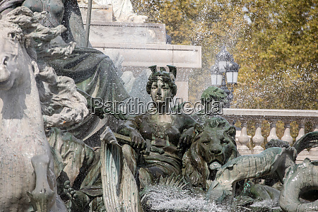 esplanade des quinconces fontain of
