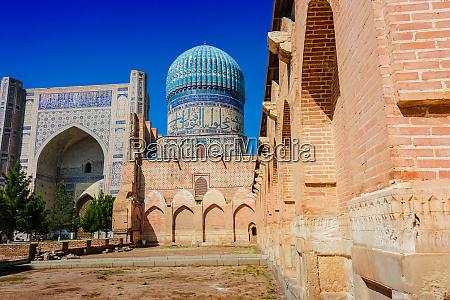 bibi khanym mosque in samarkand uzbekistan