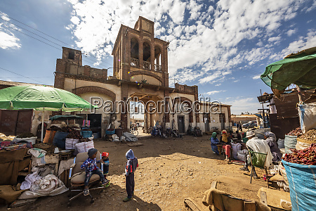 gate of the medeber market built