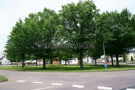 roundabout with honor column hanau