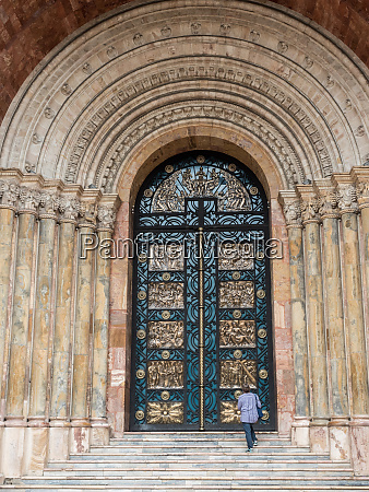 grand doors of cuencas new cathedral