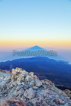 shadow of pico del teide 3718m