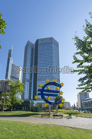 the eurotower in frankfurt