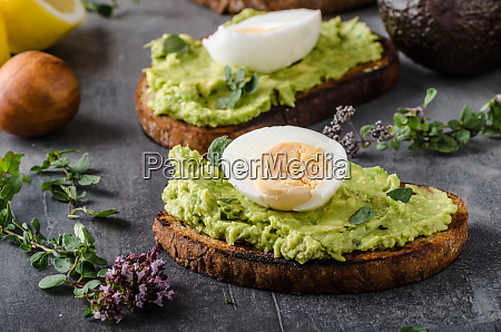 bio avocado on bread with boiled