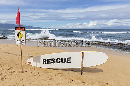 rescue surfboard red flag and warning
