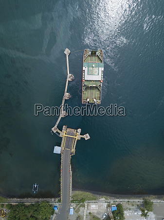 ferry harbor kayangan lombok indonesia