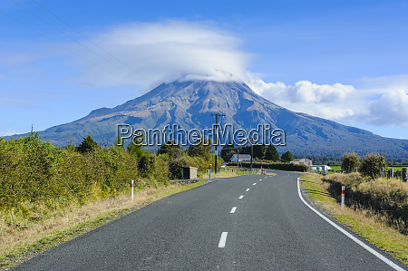 road leading to mount taranaki north