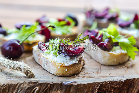 slices of baguette with goat cheese