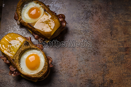 toasted cheese bread with egg inside