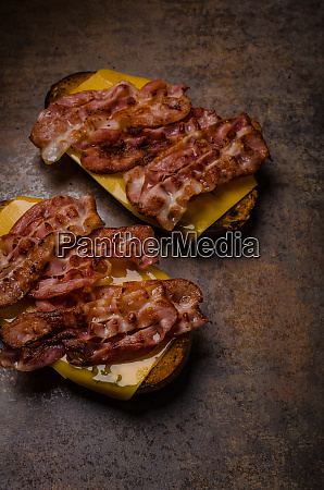 cheese, bread, roasted, with, bacon - 27121910