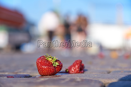 dropped strawberries on the cobblestone