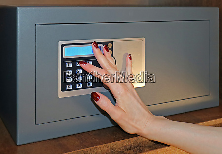 setting code to hotel safe