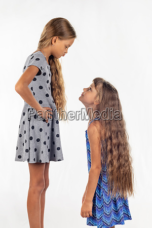 two girls of different stature one