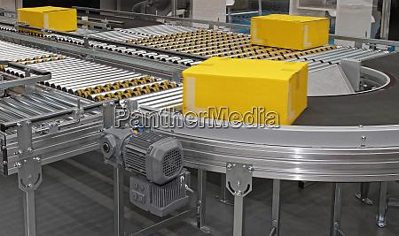 packages conveyor