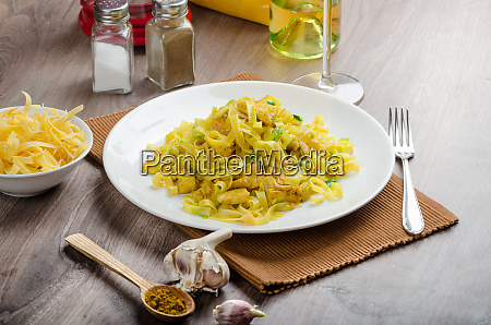 tagliatelle with chicken curry leek and