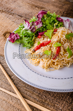 chinese noodles with chicken and fresh