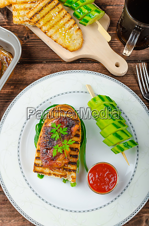 sticky chicken with spicy sauce toasted