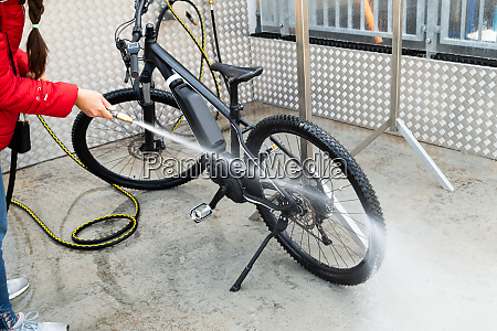woman washing mountain bike