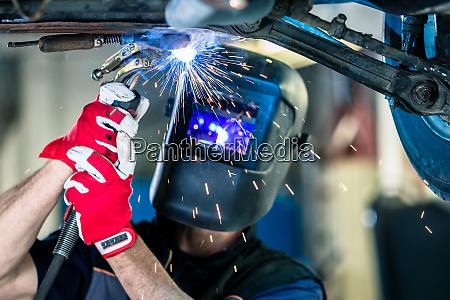 mechanic welding automobile part