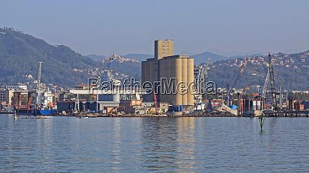 silo in port