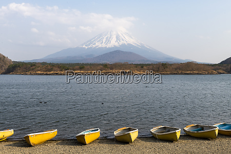 boats lake shoji with mount fuji