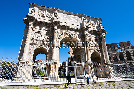 arch of constantine and colosseum south