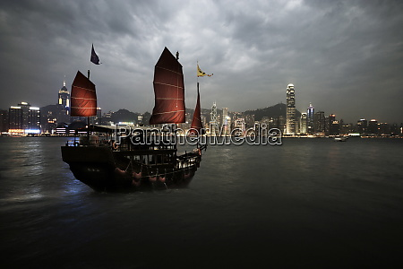 chinese junk in hong kong harbour