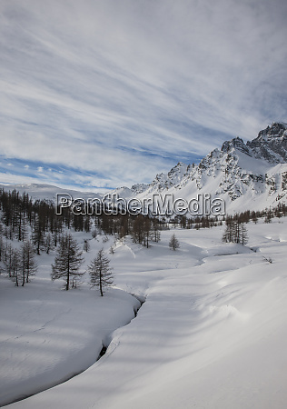 snow covered mountainous landscape in alpe