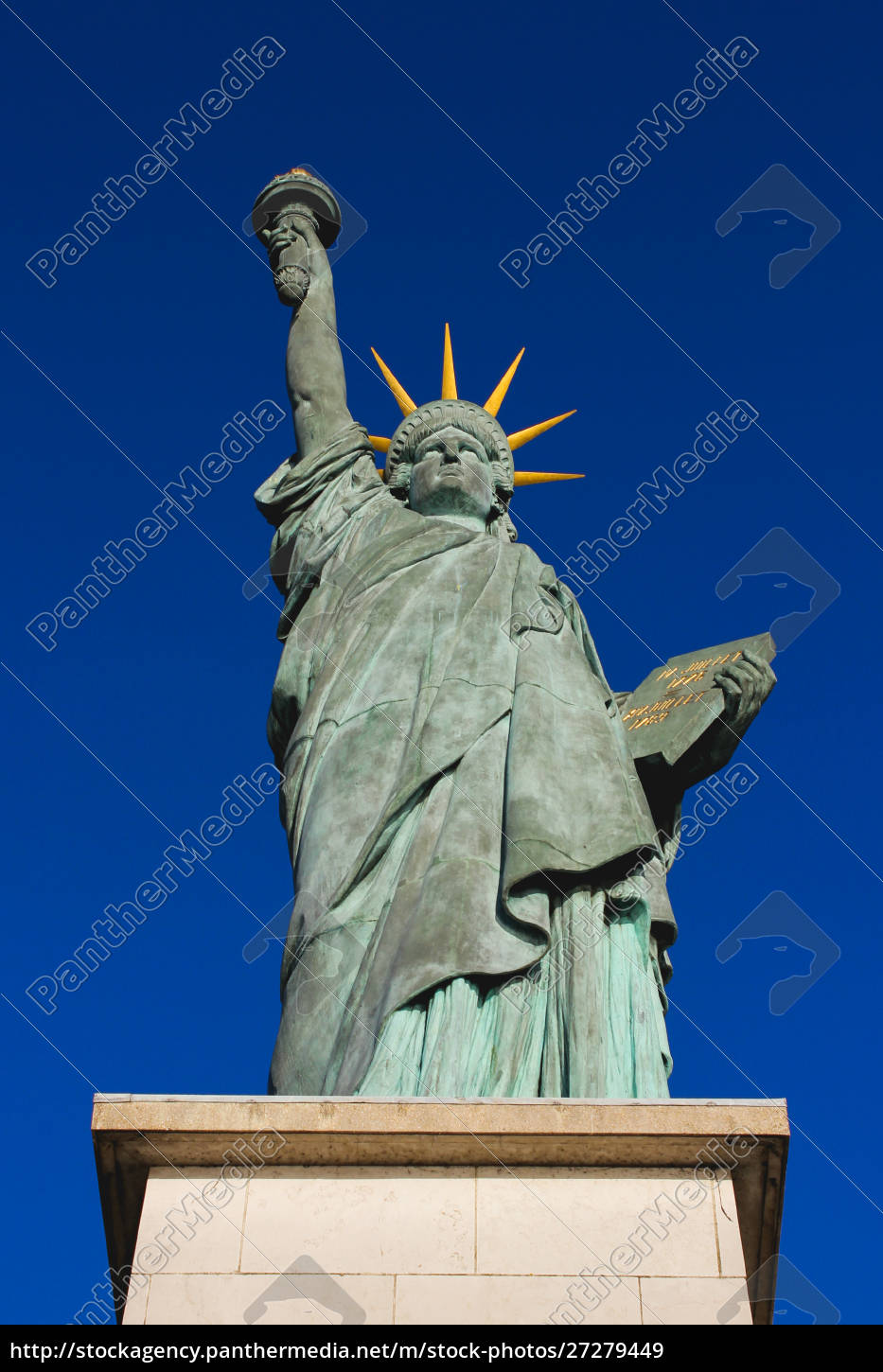 statue, of, liberty, in, the, allée - 27279449