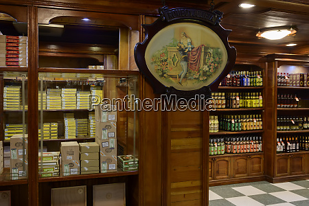shop selling cuban cigars and alcohol
